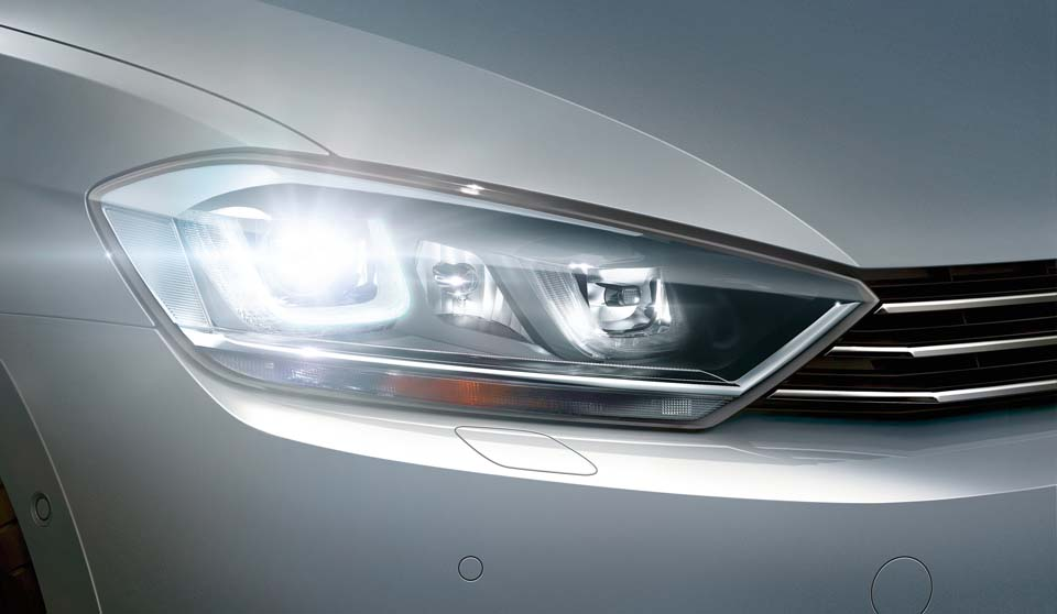 Silver Volkswagen Golf SV exterior view right headlamp large thumbnail