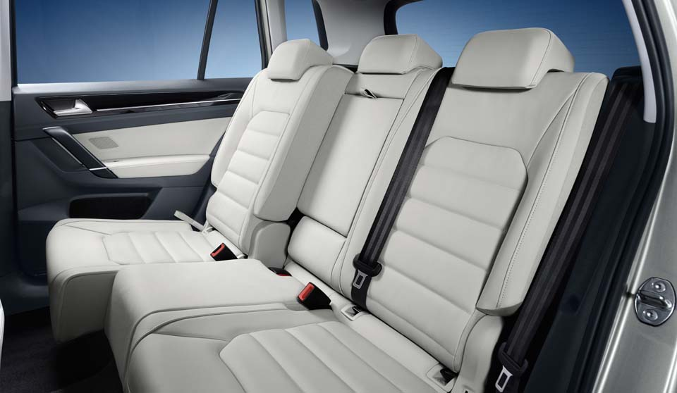 Volkswagen Golf SV interior view rear seats large thumbnail